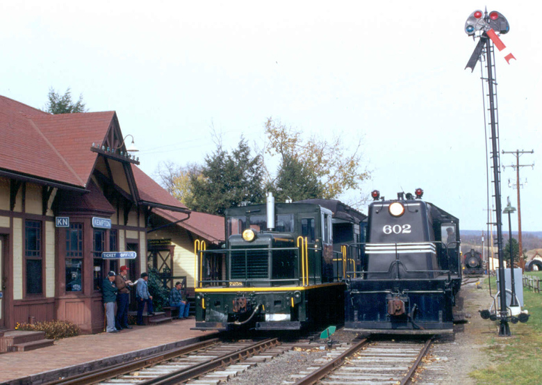 WK&S station at Kempton PA with L&NE livery Whitcomb 602 and GE 45 ton locomotive 7258